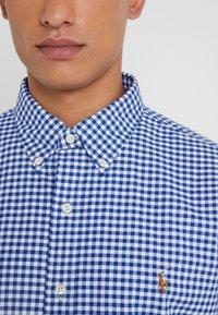 Polo Ralph Lauren - CUSTUM FIT OXFORD - Shirt - blue/white gingham - 3