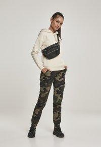 Urban Classics - Cargo trousers - woodcamo - 1