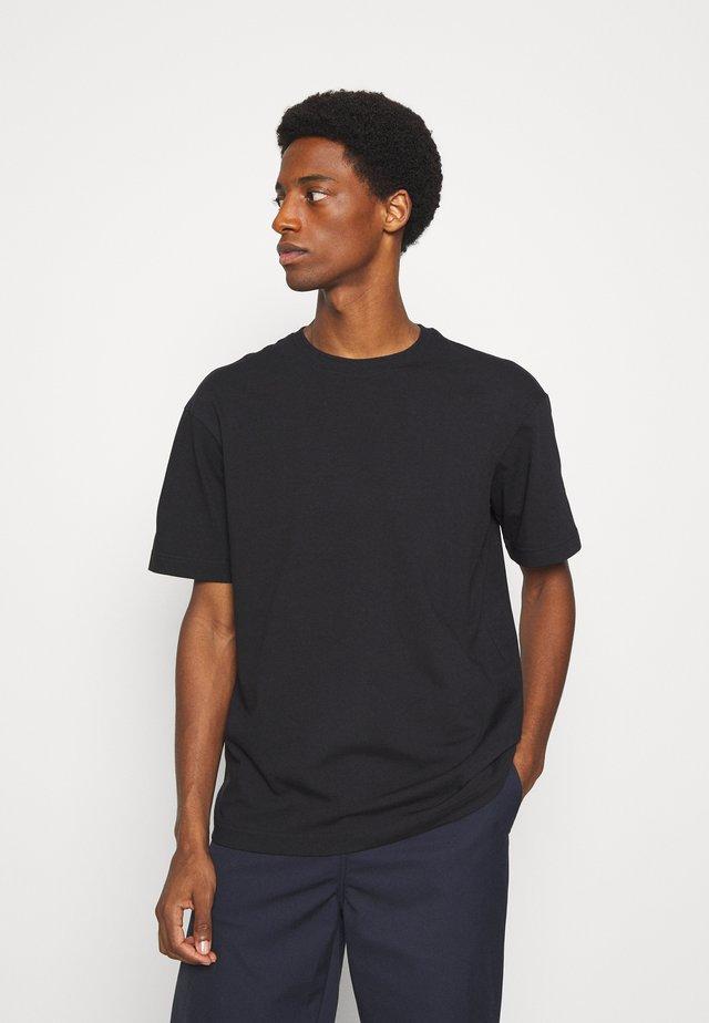 SLHLOOSEGILMAN O NECK TEE - Camiseta básica - black