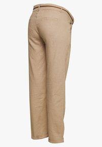 MAMALICIOUS - MLBEACH BELT PANT - Pantalones - brown - 1
