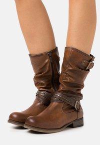 Mustang - Cowboy/Biker boots - cognac - 0