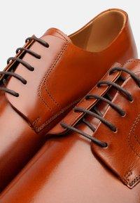 Henry Stevens - Smart lace-ups - cognac - 5