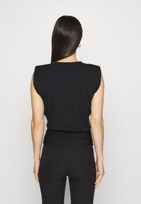 Forever New - ASTRID CLINCHED WAIT SHOULDER PAD TANK - Basic T-shirt - black - 2