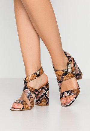 KASERAS - High Heel Sandalette - nude/pink