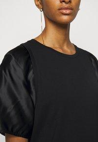 MM6 Maison Margiela - T-shirts med print - black - 4