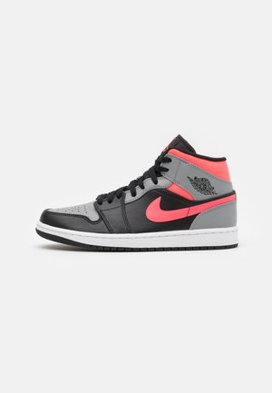 AIR 1 MID - Korkeavartiset tennarit - black/hot punch/white/particle grey