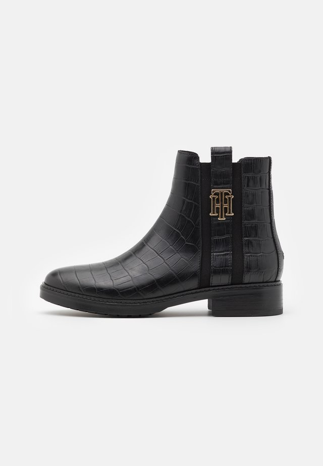CROCO LOOK DRESSY FLAT BOOT - Classic ankle boots - black