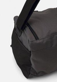 adidas Performance - LINEAR DUFFEL M UNISEX - Sportovní taška - grey/black - 3
