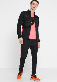 Nike Performance - DRY ACADEMY SUIT SET - Tracksuit - black/ember glow - 1