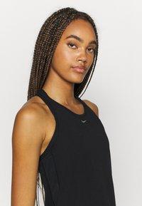 Nike Performance - AEROADAPT TANK - Camiseta de deporte - black - 3