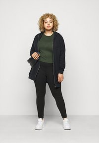 CAPSULE by Simply Be - ZIP DETAIL SHAPER - Leggings - Trousers - black - 1