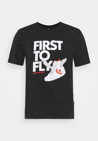 FIRST TO FLY TEE - Print T-shirt - black