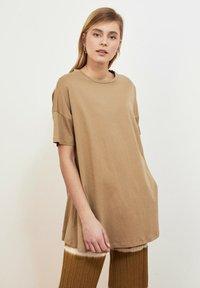 Trendyol - Basic T-shirt - beige - 0