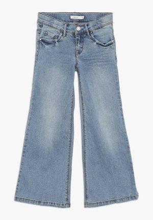 NKFATERETE WIDE PANT - Džíny Bootcut - light blue denim