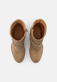 Zign - Classic ankle boots - light brown - 5