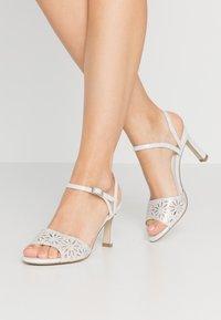 Menbur - Sandaletter - ivory - 0