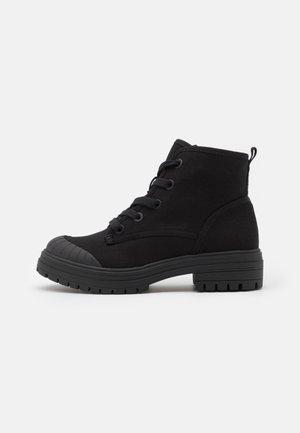 RAE - Veterboots - black