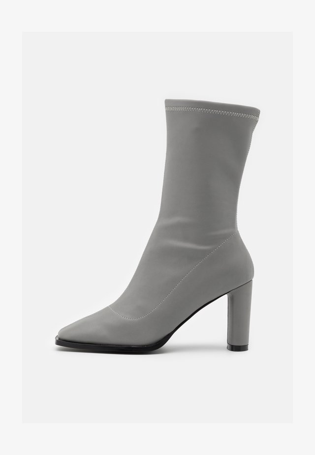 SQUARED TOE TIGHT SHAFT BOOTS - Boots - grey