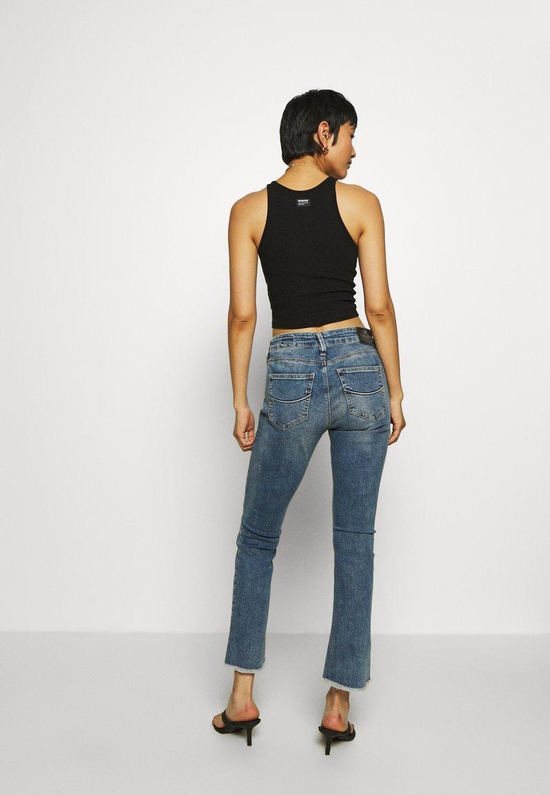 Herrlicher SUPER BOOT CROPPED STRETCH - Jeans Bootcut - mezzo/blue denim yWbKxX
