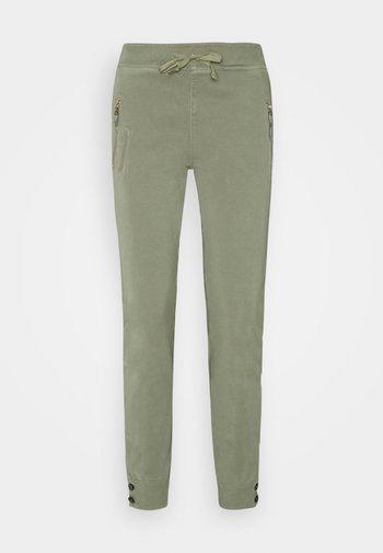 LEVON FLOW PANT - Trousers - soft moss