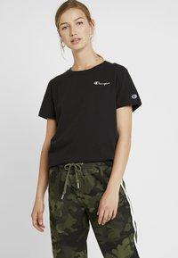 Champion Reverse Weave - SMAL SCRIPT CREWNECK  - Print T-shirt - black - 0