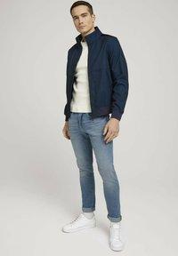 TOM TAILOR - MIT STEHKRAGEN - Outdoor jacket - blue twill structure - 1