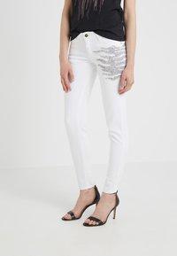 Just Cavalli - PANTALONE - Jeans Slim Fit - white denim - 0