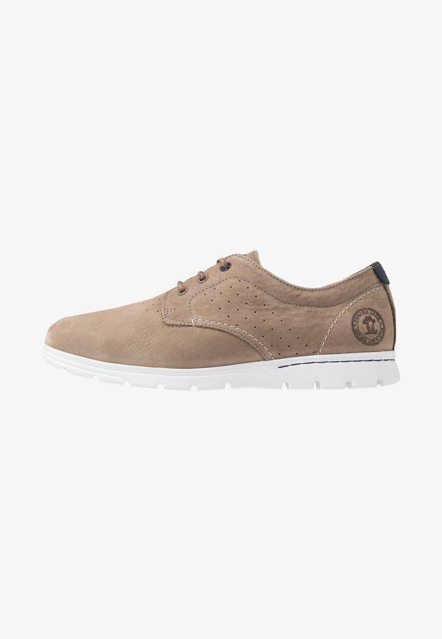 DOMANI - Sznurowane obuwie sportowe - stone