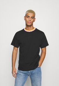 adidas Originals - DETAIL UNISEX - Camiseta básica - black - 0