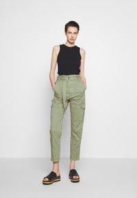 Frame Denim - SAFARI WIDE LEG TROUSER - Pantalon classique - waod - 1