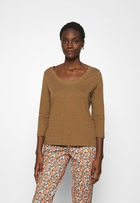 Marc O'Polo - 3/4 SLEEVE ROUNDED V NECK - Long sleeved top - deep tobacco - 0