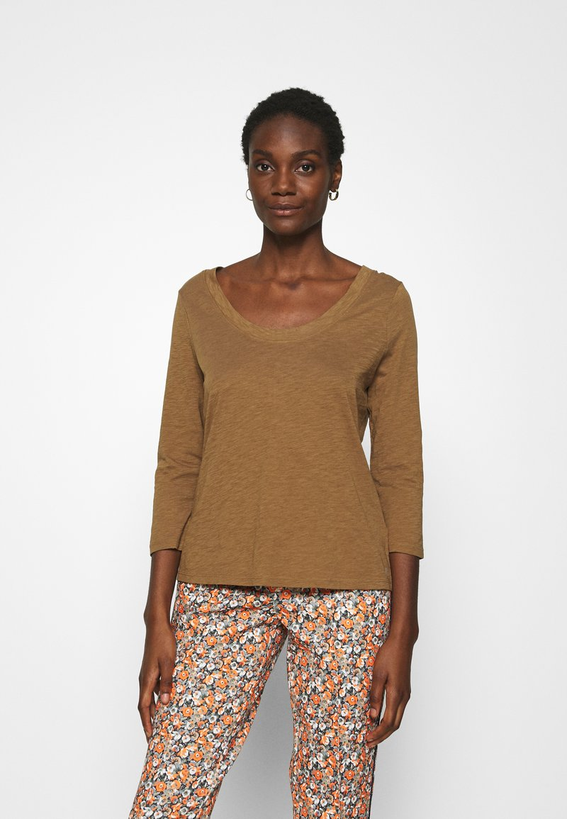 Marc O'Polo - 3/4 SLEEVE ROUNDED V NECK - Long sleeved top - deep tobacco