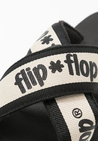 flip*flop - CROSS TAPE HI - Pantolette flach - black - 2