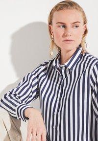 Eterna - Button-down blouse - marine weiß - 2