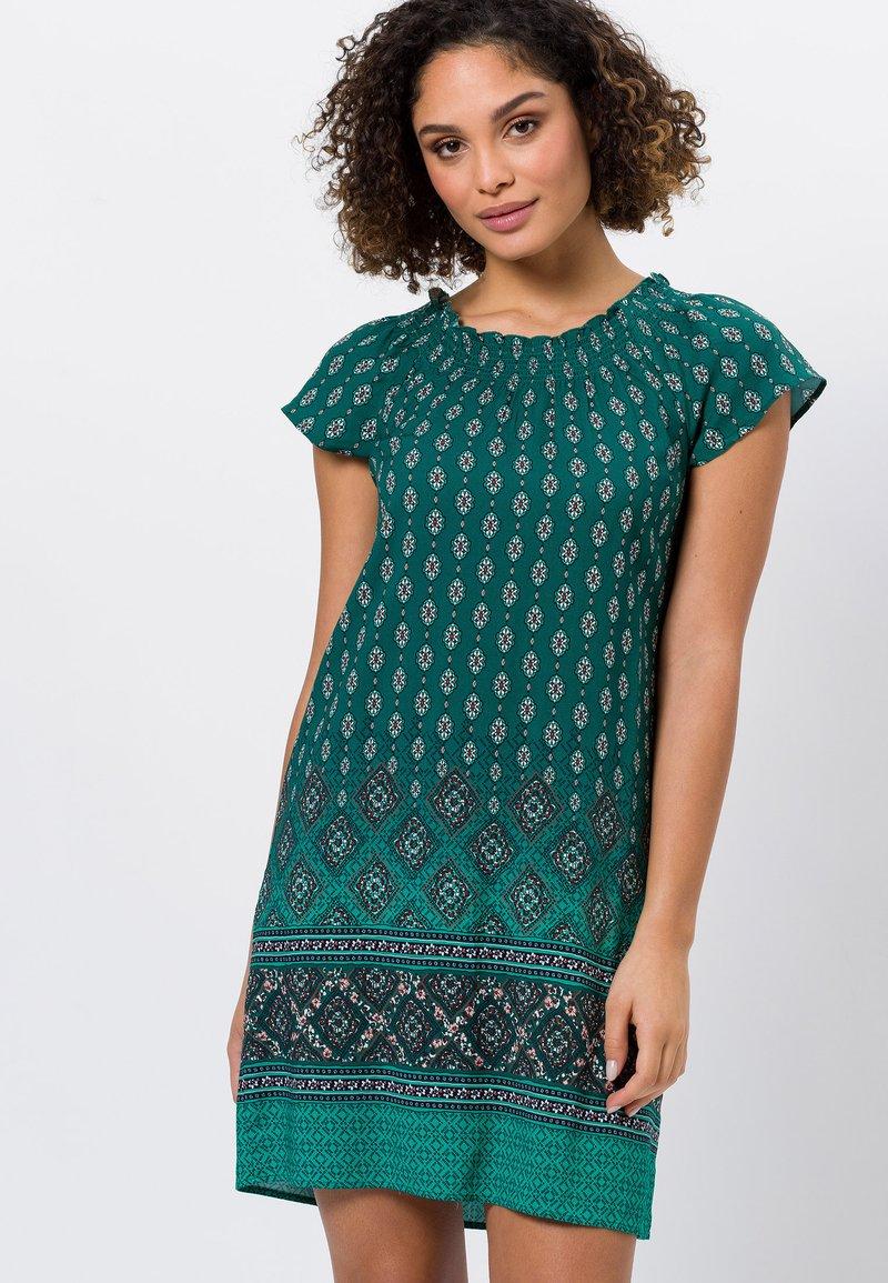 zero - MIT CARMENAUSSCHNITT - Day dress - deep ivy