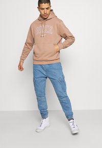 Karl Kani - PANTS - Jeans Tapered Fit - blue - 3