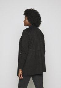 CAPSULE by Simply Be - LONGLINE WATERFALL JACKET WITH PANEL SLEEVE - Short coat - black - 2