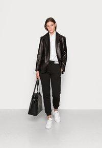 Calvin Klein Jeans - TRACK PANT - Træningsbukser - black - 1