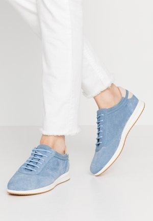 AVERY - Trainers - light blue/skin