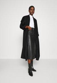 IVY & OAK - BATHROBE COAT - Classic coat - black - 1