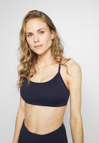 Cotton On Body - WORKOUT YOGA CROP - Light support sports bra - navy - 0