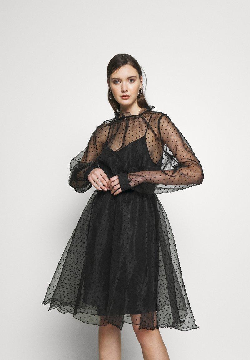 Custommade - VIRA DRESS - Koktejlové šaty/ šaty na párty - anthracite black
