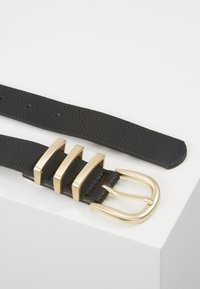 Pieces - PCLEA JEANS BELT - Belt - black/gold - 2