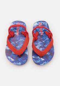 Levi's® - SOUTH BEACH CAMO UNISEX - Sandalias de dedo - navy/red - 3