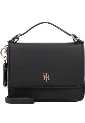 CHIC HANDTASCHE 22 CM - Across body bag - black