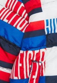 Tommy Hilfiger - BABY PRINTED PUFFER JACKET - Winter jacket - blue - 2