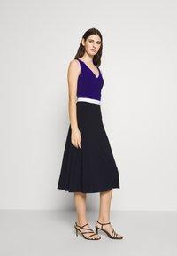 Lauren Ralph Lauren - 3 TONE DRESS - Robe en jersey - navy/white - 1
