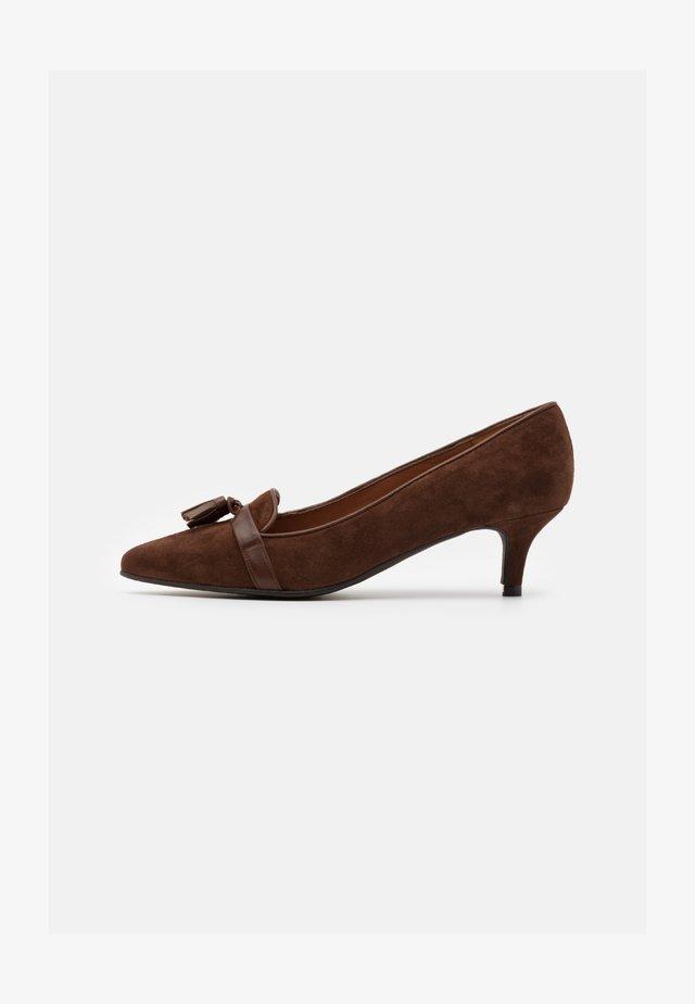 ELISA - Classic heels - cognac