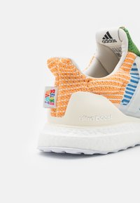 adidas Performance - ULTRABOOST 5.0 DNA PRIDE UNISEX - Trainers - offwhite/light purple - 5