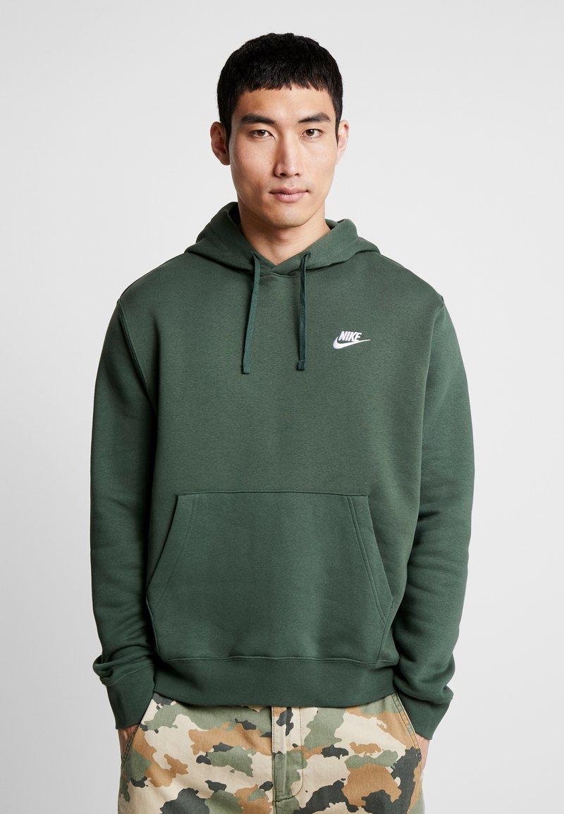 Nike Sportswear - CLUB HOODIE - Felpa con cappuccio - galactic jade/white